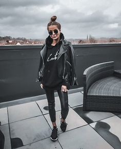 Legging Outfits, Athleisure Outfits, Edgy Outfits, Cute Casual Outfits, All Black Outfit Casual, Black Hoodie Outfit, Leggings Outfit Winter, Fashion Outfits, All Black Outfits For Women