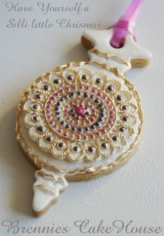 Gorgeous ornament cookie - these would be fabulous for a christmas tree decorating party