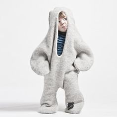 This playful full-body baby suit keeps your baby warm inside and outside! The idea stems from an old Icelandic folk tale set in the south of Iceland. Made of Icelandic Sheep Wool this full body suit measures x 80 cm. Cute Kids, Cute Babies, Baby Kids, Baby Boy, Fashion Kids, Look Fashion, Baby Outfits, Baby Dresses, Little People