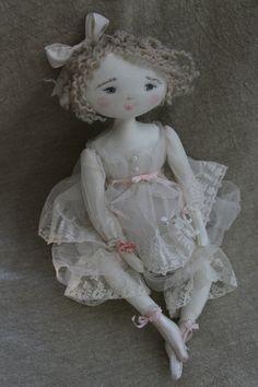 Fanette dans sa robe si légère...(35cm) - Le Jardin des Farfalous