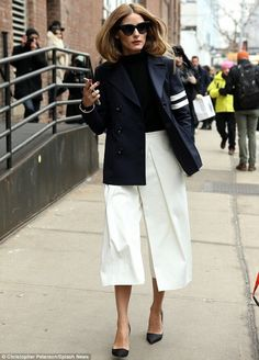 40 Trendy how to wear culottes in winter olivia palermo Pants Outfits, Mode Outfits, Fall Outfits, Casual Outfits, Culottes Outfits, Fashion Mode, New York Fashion, Look Fashion, Fashion Design