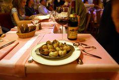 Un bistro à vin Place des Vosges où l'on boit un délicieux sancerre signé Dezat