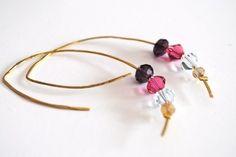 Boucles d'oreilles martelées métal doré martelé perles de cristal  : Boucles d'oreille par lescreationsdegaelle sur ALittleMarket