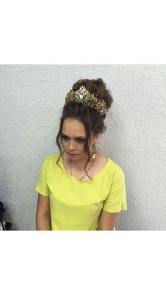 Купить или заказать Свадебная Корона 'Венера' в интернет-магазине на Ярмарке Мастеров. Шикарная корона ,выполнена в золотисто-золотых тонах. Отлично подойдёт для высокой прически и просто на распущенные волосы.Серьги достойно дополняют комплект,можно сделать как больше,так и более…