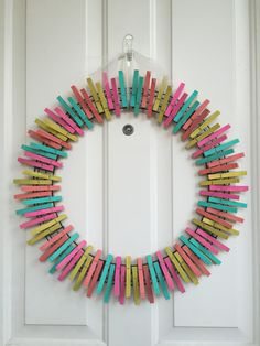I decided to try out an adorable clothespin wreath and discovered they are SO easy! Check out this tutorial on making your own vibrant summer wreath! Wreath Crafts, Diy Wreath, Door Wreaths, Clothespin Crafts, Wreath Ideas, Couronne Diy, Clothes Pin Wreath, Patriotic Wreath, Summer Wreath