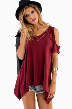 Cold Shoulder Top (not into those shorts though)...