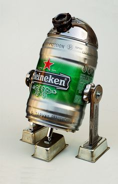- Heineken Beer Can. Mini Bars, Old Beer Cans, Arte Robot, Deco Retro, Star Wars Comics, Ideias Diy, Foto Art, Metal Art, Cool Designs