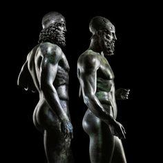 """musee-de-artefacts: """"Les Guerriers de Riace, deux pleine grandeur bronzes grecs de guerriers barbus nus, jetés à propos de 460-450 BC et trouvé dans la mer au large de la Calabre"""""""