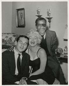 Marilyn with Milton Greene and Sammy Davis Jr. at Jess Rand's (Sammy Davis Jr's publicist) home, December Hollywood Party, Classic Hollywood, Old Hollywood, Hollywood Stars, Hollywood Glamour, Hollywood Actresses, Sammy Davis Jr, Tony Curtis, Marilyn Monroe Photos