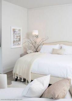 Ya sea que dejes tu habitación toda de blanco y de tonos beige. | 22 Fotos de habitaciones minimalistas que amarás