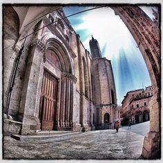Chiesa di San Francesco, Ascoli Piceno - Foto di @flaviakappa San Francesco, Barcelona Cathedral, Building, Travel, Instagram, Turismo, Italia, Voyage, Buildings