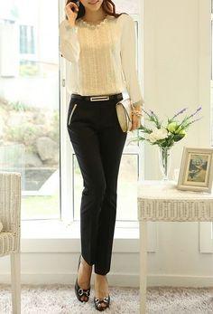 Blusa branca de manga comprida c/ Calça preta / jahsaude