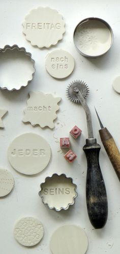 porcelain tags with cookie cutters and stamps - repinning this cuz of the german words lol