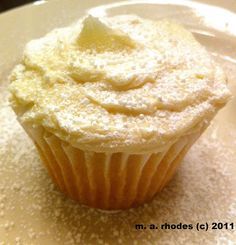 Cooking The Amazing: WHITE WEDDING CUPCAKES