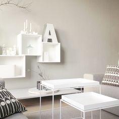 Livingroom sofa moment. #etuovisisustus#home#myhome#homeinspo#koti#sisustus#sisustusinspiraatio#scandinavianhome#scandinaviandeco#muutostacked#traytable#boligplussminstil#interior4you#interiorinspo#interiorhomeinspo#asafotoninspo#livingroom#familyroom#interiorwarrior