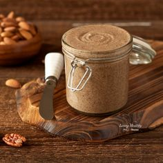 Healthy, creamy and delicious homemade Vanilla Cinnamon Almond Butter. (sugar-free, low-carb, paleo)