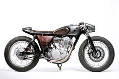 The 'Snipe': an old-school Yamaha SR400 cafe racer by Old Empire Motorcycles.