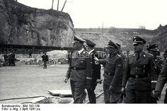 Österreich, Konzentrationslager Mauthausen.- Besuch Heinrich Himmler.- Himmler mit Franz Ziereis und Karl Wolff im Steinbruch von Gusen, April 1941