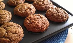 Muffins au banane et aux dattes - Chroniques Gourmandes Muffin Recipes, Baby Food Recipes, Great Recipes, Healthy Recipes, Desserts With Biscuits, Cookie Desserts, Weight Watchers Meals, Creative Cakes, Clean Eating