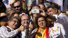 PSC and PP Catalan leaders joyful taking a selfie during the 29 october unionist march after the Generalitat was intervened, the protesters chanted to lock up Puigdemont in prison.