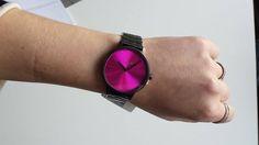 Unsere Sales Managerin Peggy erfreut sich bereits heute schon an ihrer neuen Nixon Uhr, welche für alle anderen erst ab dem Sommer 2015 zu haben ist;-)