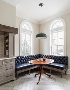 kitchen.  dining room.  banquette. bench. home decor and interior decorating ideas.
