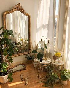 Pflanzen und antiker Spiegel - ♢ Botanical Interior ♢ - plants and antique mirror Pflanzen und antiker Spiegel Aesthetic Room Decor, Plant Aesthetic, Room Goals, Dream Apartment, Dream Rooms, Little Houses, House Rooms, My Room, Room Set