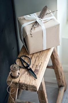 ✂ That's a Wrap ✂ diy ideas for gift packaging and wrapped presents - neutrals Present Wrapping, Creative Gift Wrapping, Wrapping Ideas, Present Gift, Creative Gifts, Paper Packaging, Pretty Packaging, Gift Packaging, Simple Packaging