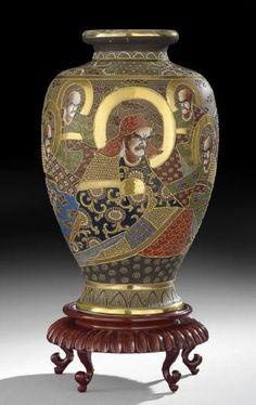 SATSUMA WARE   903: Japanese Satsuma Ware Pottery Vase