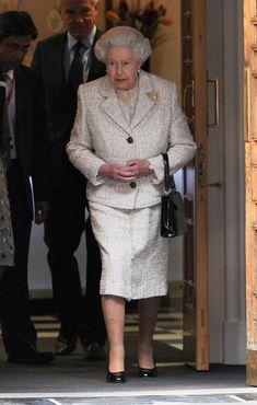 Queen Elizabeth II Photos - Queen Elizabeth II leaves The London Clinic after visiting her husband Prince Philip, Duke of Edinburgh on his Birthday in London. - Queen Elizabeth II Leaves the London Clinic Queen Of England, Prince Philip, Outfits With Hats, Queen Elizabeth Ii, British Royals, Reign, Beautiful People, Royalty, Husband