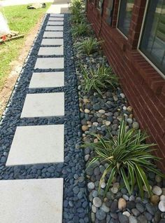 36 Luxury Front Yard And Backyard Landscaping Ideas For Your Home Cool 36 Luxus-Vorgarten und Hinter Seiten Yards, Side Yard Landscaping, Landscaping Ideas, Landscaping Borders, Acreage Landscaping, Mailbox Landscaping, Front Yard Garden Design, Garden Stepping Stones, Small Backyard Gardens