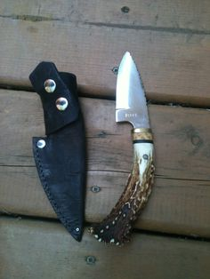 Skinning knife with deer antler handle