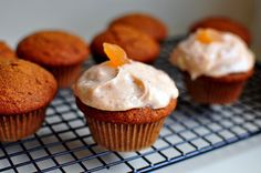 Gingerbread cupcakes w/Cardamom Cream cheese frosting Gingerbread Cupcakes, Pumpkin Cupcakes, Gingerbread Man, Butterscotch Pudding, Cinnamon Almonds, Bakery Business, Peanut Brittle, Cream Cheese Frosting, Sweets
