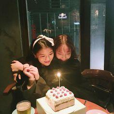 Girl Group Pictures, Birthday Girl Pictures, Girl Birthday, Birthday Prayer, Ulzzang Korean Girl, Ulzzang Couple, Best Friend Pictures, Friend Photos, Korean Best Friends