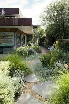 ▷ 1001 + Ideas for modern garden design to enjoy on warm days - Garten, Balkon & Pflanzen Tuscan Garden, Garden Cottage, Mediterranean Garden, Modern Landscaping, Front Yard Landscaping, Landscaping Ideas, Landscaping Edging, Plantas Indoor, Design Jardin