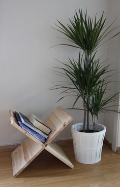 DIY - Wooden X Newspaper Holder