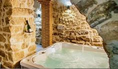 #LLEIDA #Coscó. #casa_rural_Cal_Albareda, antigua casa de payés restaurada (cat 3 espigas). Cuenta con #7_dormitorios (5 tipo suite con baño), sala de estar, tres comedores, cocina equipada, sala de juegos ( #billar, #futbolín, #diana y #wii conectada a pantalla gigante), zona de #spa_jacuzzi, 2 terrazas, porche y jardín con #piscina y #barbacoa. Situada en un pueblo de 24 habitantes, muy tranquilo con excelentes vistas del #Montsec y del #Port_del_Compte. #casa_rural_con_jacuzzi