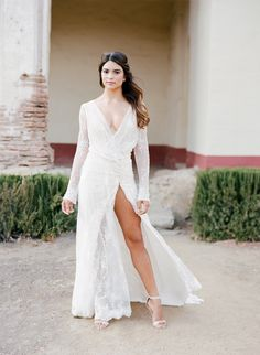 Inspiration Every Eloping Couple Should See! - http://www.stylemepretty.com/2016/07/19/stylish-california-elopement-inspiration/