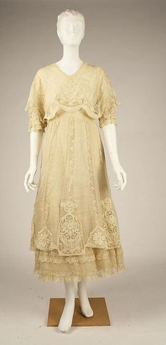 Daytime Dress, ca. This afternoon dress continues the Art Nouveau and Belle Epoque style with lace and flower details. Edwardian Clothing, Edwardian Dress, Antique Clothing, Historical Clothing, Vintage Gowns, Mode Vintage, Vintage Lace, Vintage Outfits, 1900s Fashion