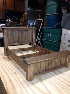 Unordinary Recycled Pallet Bed Frame Ideas To Make It Yourself - Furniture - Pallet Projects Pallet Bed Frames, Pallet Beds, Pallet Furniture, Furniture Projects, Rustic Furniture, Pallet Headboards, Furniture Design, Pallet Benches, Pallet Couch