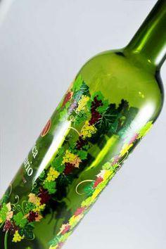 Vitriglass presenta su trabajo de serigrafía en vidrio con este vino en un diseño colorista y elegante. www.vitriglass.es