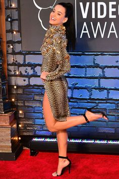Katy Perry kicks up her heels on the red carpet: Katy Perry Legs, Katy Perry Hot, Celebrity Red Carpet, Celebrity Photos, Celebrity Style, Celebrity Babies, Celebrity News, Katy Perry Pictures, Pernas Sexy