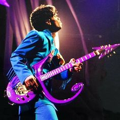 Post Ur Prince Pictures Part 11 Prince Images, Pictures Of Prince, Purple Guitar, High School Memories, Billy Joel, Roger Nelson, Prince Rogers Nelson, Being Good, Purple Reign