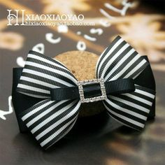 Black and white bow. This pin was discovered by tam – Artofit Classic looking hair bow that would be perfect for any age. Ribbon Hair Bows, Diy Hair Bows, Diy Bow, Hair Bow Tutorial, Boutique Hair Bows, Making Hair Bows, Baby Kind, Girls Hair Accessories, Hair Ornaments