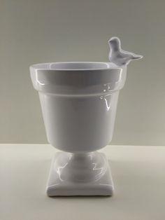 Vaso branco com pé e passáro