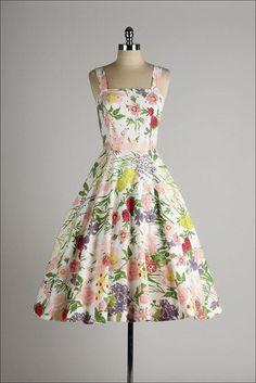 vintage 1950s dress . floral print cotton .