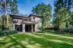 En Polonia nos sumergimos en el bosque para mostrarte una lujosa casa de campo ¡Entrá!