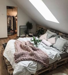 Ideas for wooden pallet beds, ideas for wooden pallet beds, # for . - Ideas for wooden pallet beds, ideas for wooden pallet beds, p - Bedroom Inspo, Home Decor Bedroom, Gray Room Decor, Minamilist Bedroom, Bedrooms Ideas For Small Rooms, Bedroom Decor For Couples Cozy, Room Decor Boho, Cozy Master Bedroom Ideas, Winter Bedroom Decor