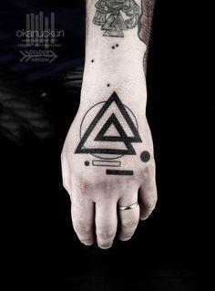 Hand Tattoo Ideas: Most Beautiful Hand Tattoo Designs Hand Tattoos, Facial Tattoos, Tribal Tattoos, Tatoos, Small Arrow Tattoos, Small Tattoos, Photomontage, Black Line Tattoo, Traditional Style Tattoo