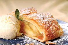 Easy Apple Strudel Recipes-Some clichés are clichés for grounds. While you believe Appel Strudel on a niche site featuring Viennese foodstuff is alm. German Apple Strudel Recipe, Strudel Recipes, Russian Dishes, Crumble Recipe, Jus D'orange, World Recipes, Unique Recipes, Winter Food, Gourmet